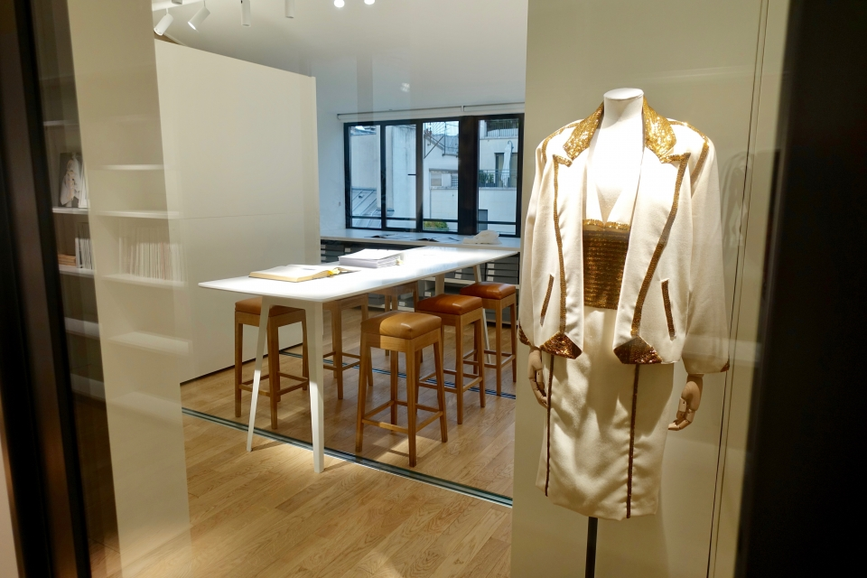 Touring the Chloé Archives at La Maison Chloé  c3297bae103